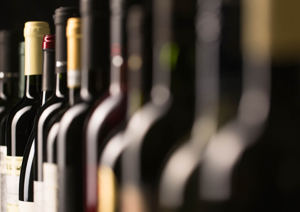 Vinflaskor på rad